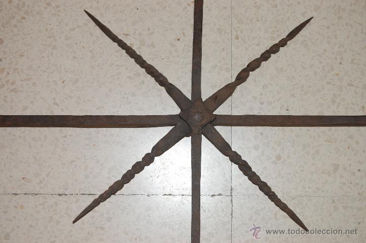 Antigüedades: Reja de forja para ventana u óvalo. SS. XVII-XVIII - Foto 3 - 51092939