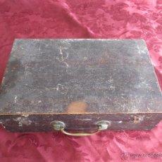 Antigüedades: BONITA MALETA DE BARBERO ANTIGUA CON SUS ERRAMIENTA COMPLETA. Lote 51137327