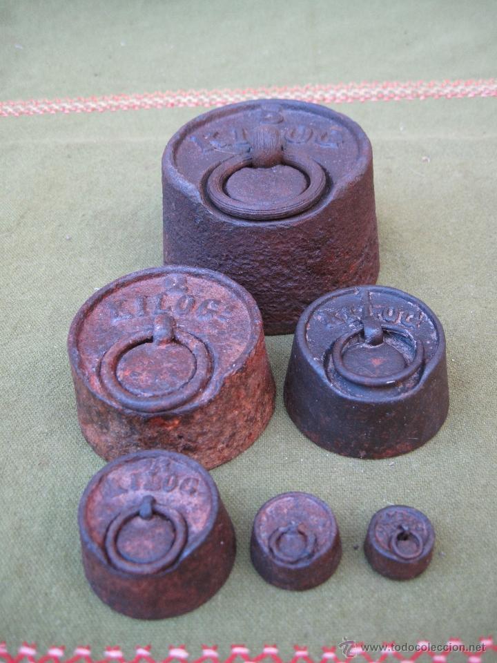Antigüedades: LOTE DE 6 PESAS ANTIGUAS DE HIERRO PARA BALANZA. 1 DE 5 KGS.- 2 KGS. 1 KGS. 1/2 KGS.,... - Foto 2 - 51229107