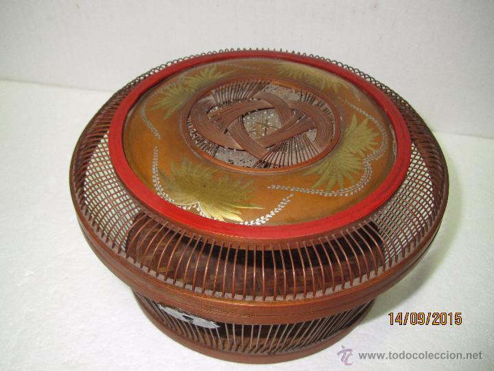 Antigüedades: Antigua Caja Costurero o Similar en Fibras Vegetales, Metal y Materiales Nobles - Año 1920s. - Foto 2 - 51236040