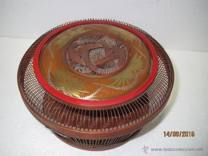 Antigüedades: Antigua Caja Costurero o Similar en Fibras Vegetales, Metal y Materiales Nobles - Año 1920s. - Foto 12 - 51236040