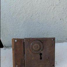 Antigüedades: CERRADURA ANTIGUA DE PUERTA MODERNISTA,AÑOS 1900 APROX,SIGLO XIX. Lote 51331675