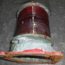 Antigüedades: FAROL LAMPARA LUZ DE POPA EN BRONCE DE BARCO CON CRISTAL ROJO MUY DECORATIVO. Lote 51390820