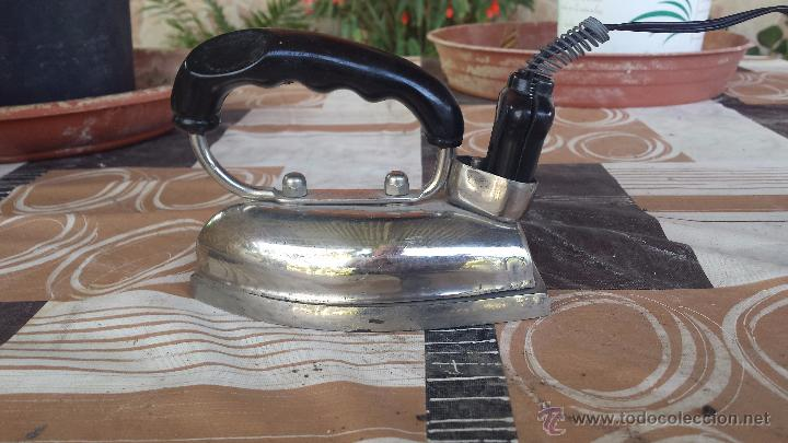 ANTIGUA PLANCHA DE HIERRO ELECTRICA UFESA. (Antigüedades - Técnicas - Planchas Antiguas - Eléctricas)