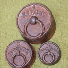Antigüedades: LOTE DE 5 PESAS ANTIGUAS DE HIERRO PARA BALANZA.. Lote 51464446