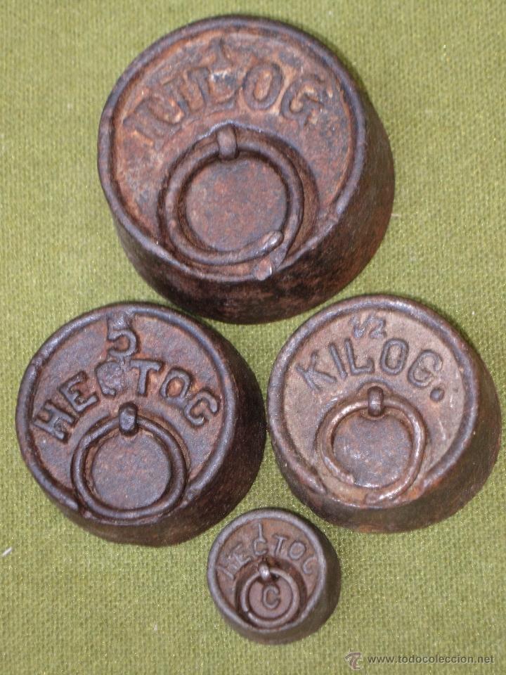 LOTE DE 4 PESAS ANTIGUAS DE HIERRO PARA BALANZA. (Antigüedades - Técnicas - Medidas de Peso Antiguas - Otras)