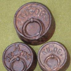 Antigüedades: LOTE DE 4 PESAS ANTIGUAS DE HIERRO PARA BALANZA.. Lote 51464503
