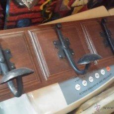 Antigüedades: ANTIGUO PERCHERO EN MADERA Y FORJA. Lote 51719194