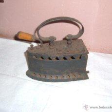 Antigüedades: PLANCHA DE HIERRO ANTIGUA DE CARBON. Lote 51772417