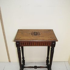 Antigüedades: COSTURERO ANTIGUO TALLADO. Lote 51782418