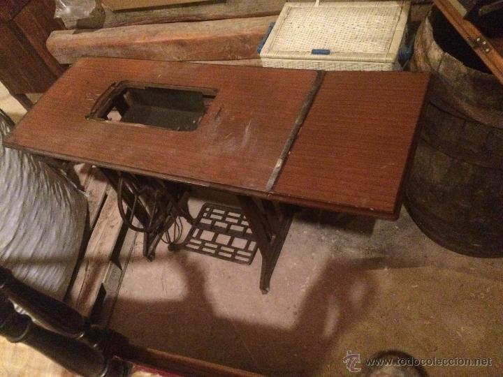 Antigüedades: Antiguo pie de maquina de coser Alfa de los años 50 - Foto 2 - 52354250