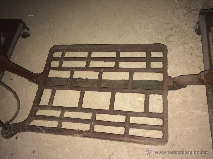 Antigüedades: Antiguo pie de maquina de coser Alfa de los años 50 - Foto 6 - 52354250