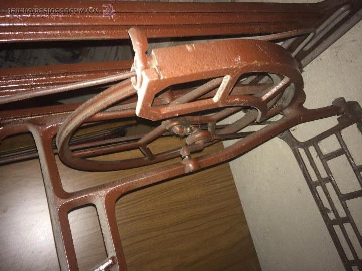Antigüedades: Antiguo pie de maquina de coser Alfa de los años 50 - Foto 9 - 52354250