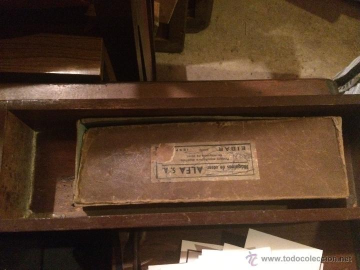 Antigüedades: Antiguo pie de maquina de coser Alfa de los años 50 - Foto 19 - 52354250