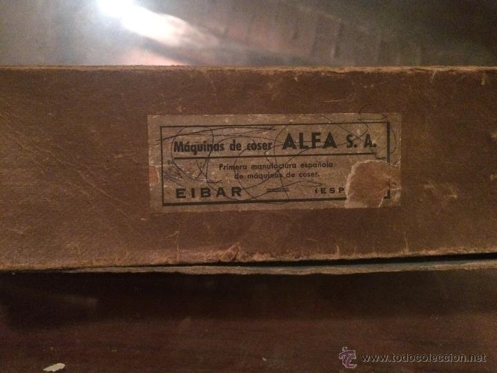 Antigüedades: Antiguo pie de maquina de coser Alfa de los años 50 - Foto 20 - 52354250