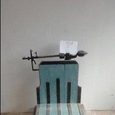 Antigüedades: BÁSCULA ANTIGUA DE MADERA Y HIERRO MAXIMO 100 KG. Lote 51995923
