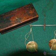 Antigüedades: MUY ANTIGUA BALANZA DE VIAJE.. Lote 52021771