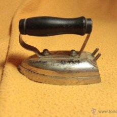 Antigüedades: PEQUEÑA PLANCHA ELECTRICA, 10CM. Lote 52407814