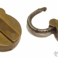 Antigüedades: ANTIGUO Y PEQUEÑO CANDADO DE BRONCE CON SECRETO. Lote 52418664
