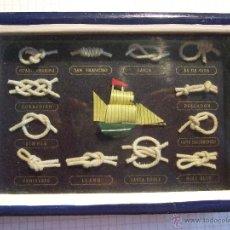 Antigüedades: PEQUEÑO CUADRO DE 12 NUDOS MARINEROS Y PEQUEÑO BARCO - 13X9 -. Lote 52457650