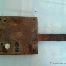 Antigüedades: ANTIGUA CERRADURA DE HIERRO 17 X 19 CM LA CAJA. Lote 52471125