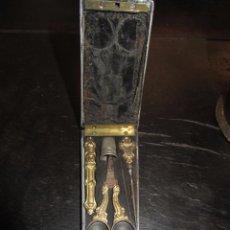 Antigüedades: ANTIGUO Y PRECIOSO COSTURERO DE VIAJE. Lote 52522402