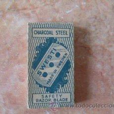 Antigüedades: CAJA DE HOJAS DE AFEITAR SWESTI,CHARCOAL STEEL,5 UND.,MADE IN SWEDEN,BUEN ESTADO. Lote 52557558