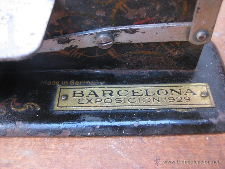 Antigüedades: inedita maquina de coser antigua victoriana exposicion 1929 barcelona made in germany - Foto 2 - 52593086