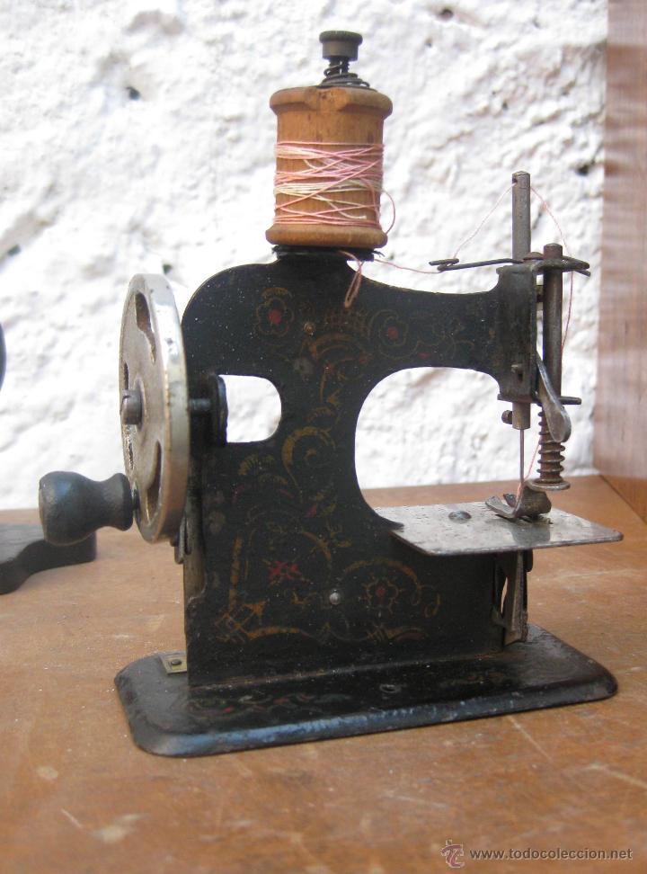 Antigüedades: inedita maquina de coser antigua victoriana exposicion 1929 barcelona made in germany - Foto 3 - 52593086