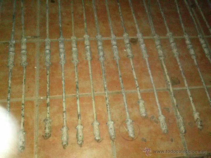 Antigüedades: Lote de hierros de escalera en hierro forjado. - Foto 3 - 89866759