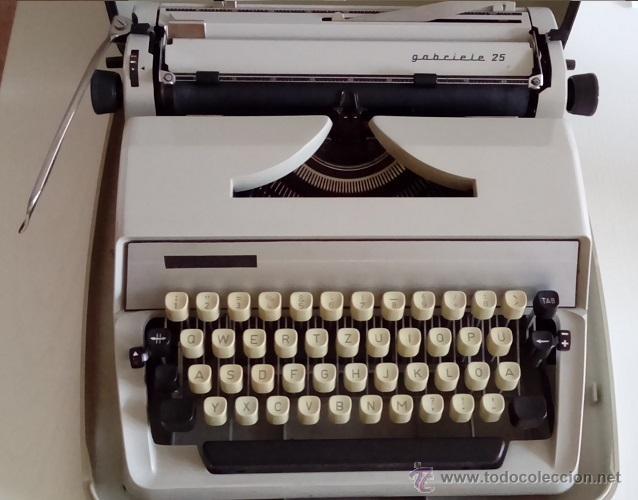 BONITA MAQUINA DE ESCRIBIR TRIUMPH ADLER GABRIELE 25 DE LOS AÑOS 60 MUY BUEN ESTADO DE CONSERVACION (Antigüedades - Técnicas - Máquinas de Escribir Antiguas - Triumph)
