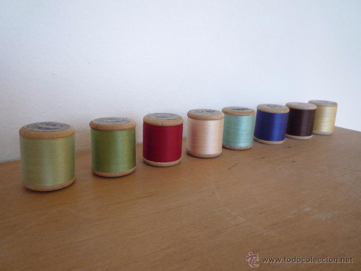 Antigüedades: 8 antiguos carretes bobinas madera / Hilo para bordar / Colores / *FABRA Y COATS* / ¡Sin estrenar! - Foto 2 - 52725828