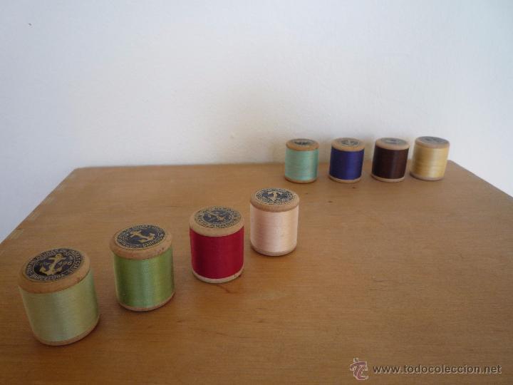 Antigüedades: 8 antiguos carretes bobinas madera / Hilo para bordar / Colores / *FABRA Y COATS* / ¡Sin estrenar! - Foto 6 - 52725828