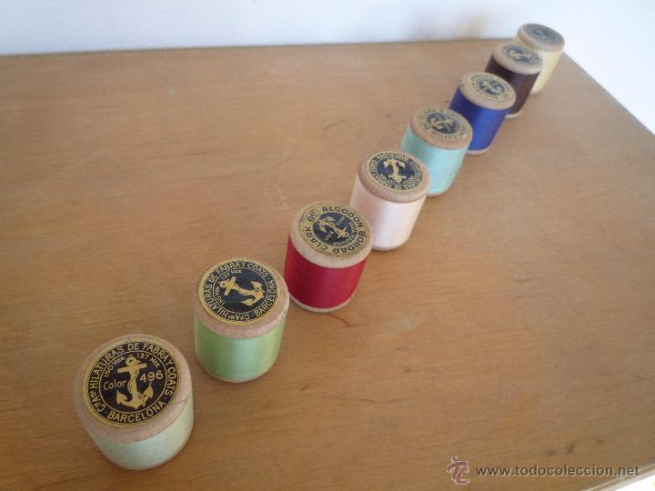 Antigüedades: 8 antiguos carretes bobinas madera / Hilo para bordar / Colores / *FABRA Y COATS* / ¡Sin estrenar! - Foto 9 - 52725828