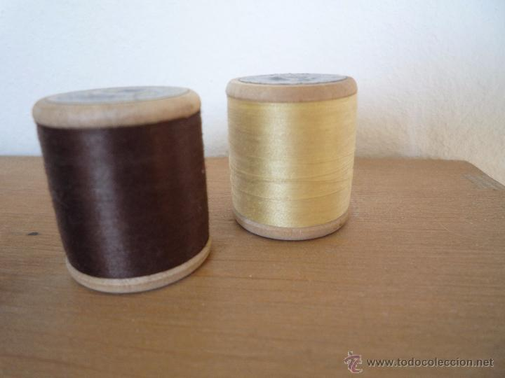 Antigüedades: 8 antiguos carretes bobinas madera / Hilo para bordar / Colores / *FABRA Y COATS* / ¡Sin estrenar! - Foto 20 - 52725828