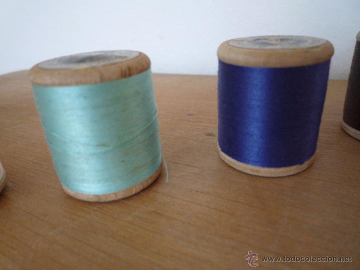 Antigüedades: 8 antiguos carretes bobinas madera / Hilo para bordar / Colores / *FABRA Y COATS* / ¡Sin estrenar! - Foto 21 - 52725828