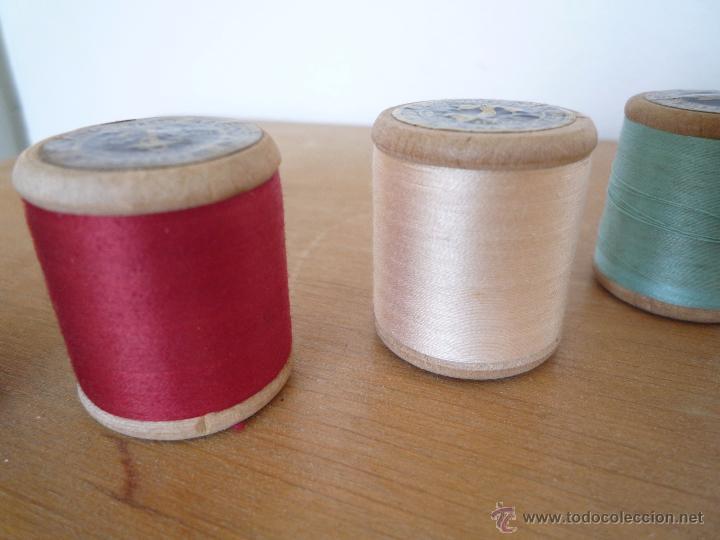 Antigüedades: 8 antiguos carretes bobinas madera / Hilo para bordar / Colores / *FABRA Y COATS* / ¡Sin estrenar! - Foto 22 - 52725828