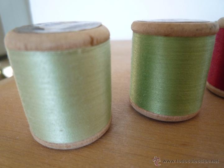 Antigüedades: 8 antiguos carretes bobinas madera / Hilo para bordar / Colores / *FABRA Y COATS* / ¡Sin estrenar! - Foto 23 - 52725828