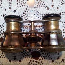 Antigüedades: BINOCULO ANTIGUO DE NACAR Y LATON,. Lote 52830530