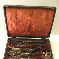 Antigüedades: ANTIGUO ESTUCHE DE MEDICO COMPLETO. Lote 52875325
