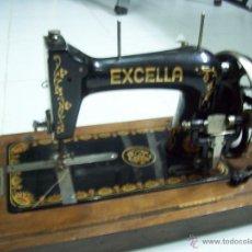 Antigüedades: ANTIGUA MAQUINA DE COSER EXCELLA PORTATIL. Lote 152566260
