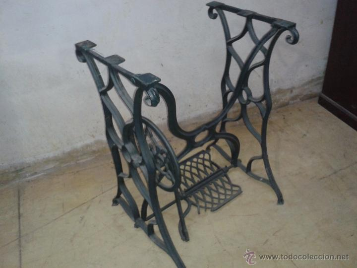 ANTIGUO PIE DE MÁQUINA DE COSER (Antigüedades - Técnicas - Máquinas de Coser Antiguas - Otras)