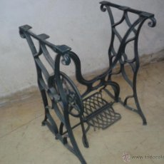 Antigüedades: ANTIGUO PIE DE MÁQUINA DE COSER. Lote 120074184
