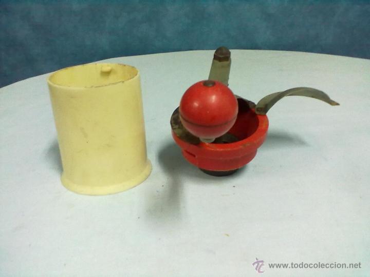 Antigüedades: MOLINILLO CAFE PLASTICO E HIERRO - Foto 2 - 53017619