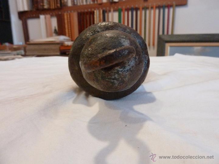 """Antigüedades: PESA O PESO CÓNICO DE HIERRO – CON LA INSCRIPCIÓN """"300 B"""" - Foto 3 - 53031953"""