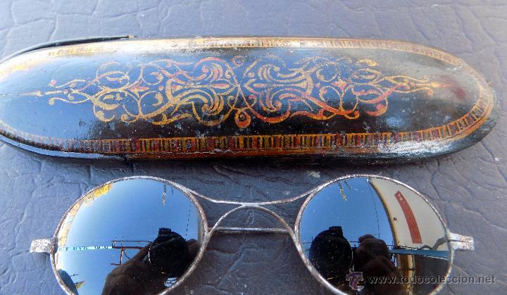 ANTIGUAS GAFAS DE SOL, CON PRECIOSA FUNDA (Antigüedades - Técnicas - Instrumentos Ópticos - Gafas Antiguas)