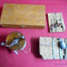Antiguidades: ANTIGUO LOTE DE PESCA -CARRETE - APAREJOS -CAJA-MEDIADOS SIGLO XX -. Lote 53087321