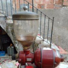 Antigüedades: MOLINO CAFE MARCA MOBBA AÑOS 50'S (FUNCIONA). Lote 53096336