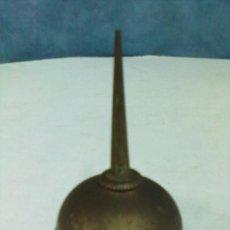 Antigüedades: ACEITERA HIERRO MAQUINA DE COSER. Lote 53103987