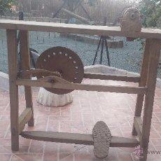 Antigüedades: ANTIGUA RUECA O MAQUINA DE HILAR. Lote 53169091